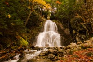 waterfall coming through mountain during autumn foliage in vermont - moss glen falls - Granville - the country jumper