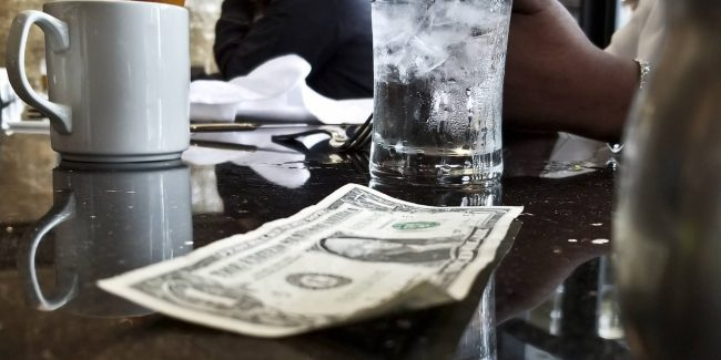 Tipping at restaurants – The Country Jumper