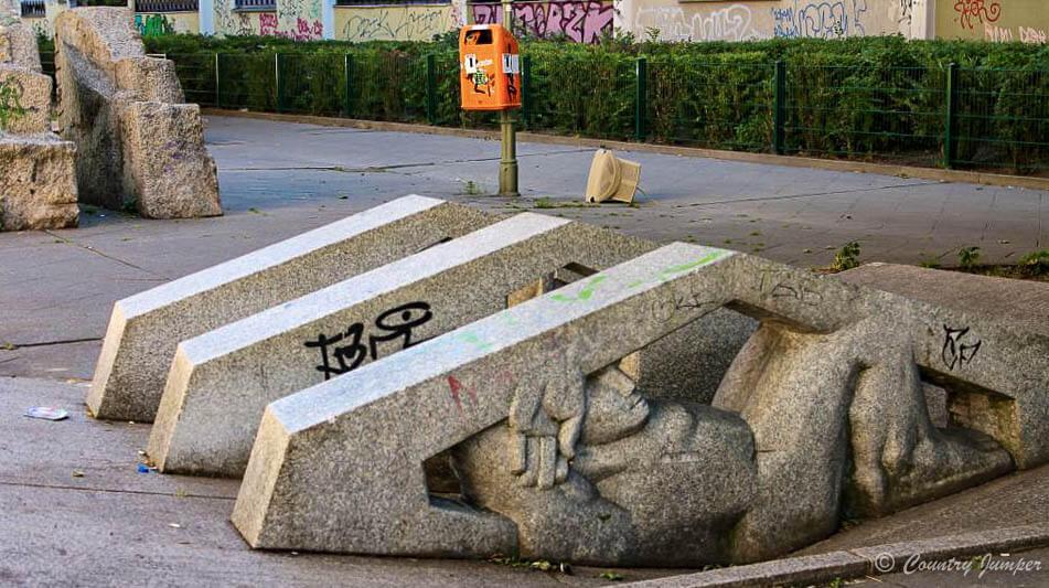 Kreuzberg statues on the street